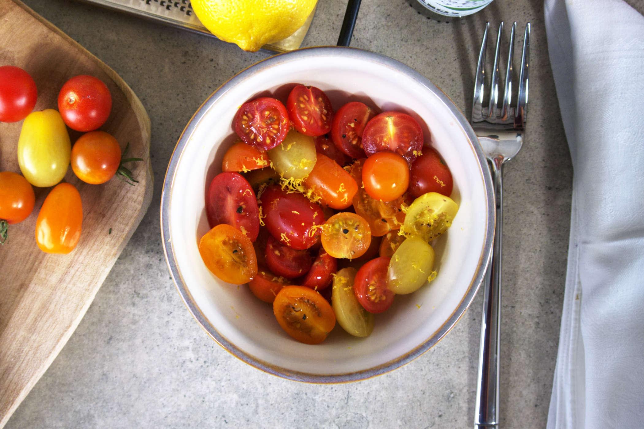 Spiesje van gemarineerde cherrytomaten
