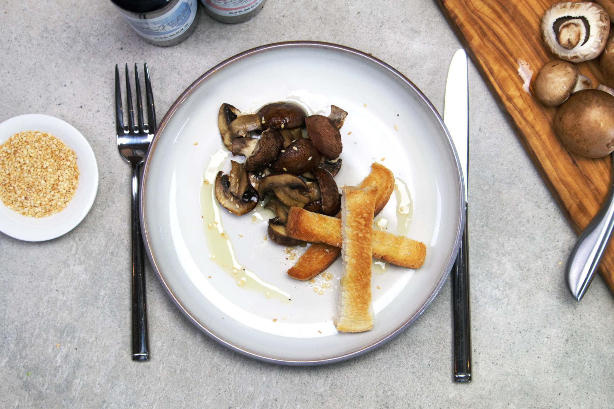 Gegrilde champignons met croutons