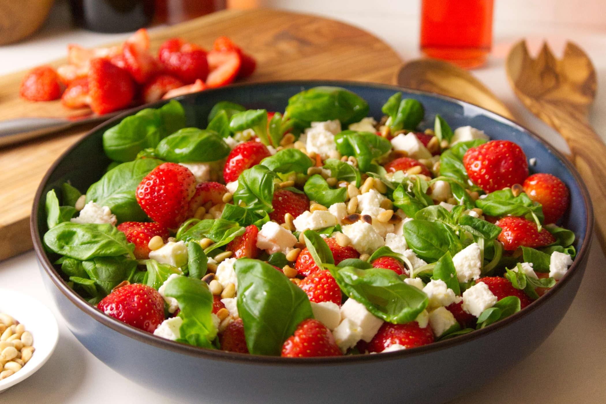 Zomer salade met aardbeien